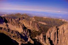 Tramonto sulla cima delle montagne Fotografie Stock