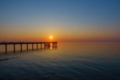 Tramonto sulla costa del Mar Baltico fotografia stock libera da diritti