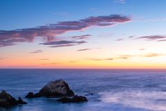 Tramonto sulla costa di San Francisco fotografie stock libere da diritti