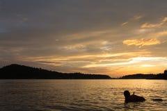 Tramonto sulla riva di Koh Chang Island tropicale thailand Fotografia Stock Libera da Diritti