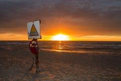 Tramonto sulla riva di mare, Immagine Stock Libera da Diritti