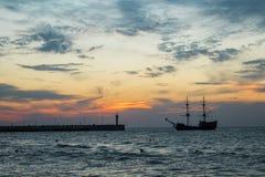 Tramonto sulla riva di mare, Immagini Stock