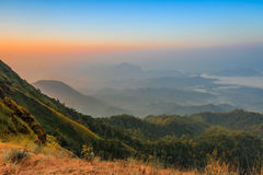 Tramonto sulla sommità della collina di Tulay, provincia di Tak, Tailandia Fotografie Stock Libere da Diritti