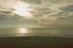 Tramonto sulla spiaggia Fotografie Stock