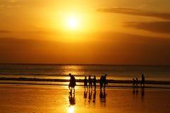 Tramonto sulla spiaggia Bali di Kuta Fotografie Stock