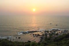 Tramonto sulla spiaggia di Anjuna fotografia stock libera da diritti