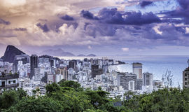 Tramonto sulla spiaggia di Ipanema in Rio de Janeiro Fotografia Stock