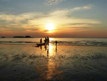 Tramonto sulla spiaggia di Klong Prao su Ko Chang/Tailandia Fotografie Stock