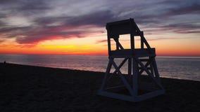 Tramonto sulla spiaggia vuota stock footage