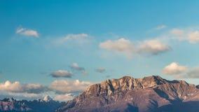 Tramonto sulle montagne Fotografia Stock
