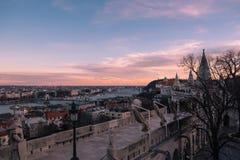 Tramonto superbo di Budapest con il cielo arancio immagini stock