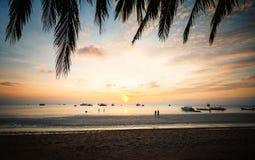 Tramonto tropicale della spiaggia della Tailandia immagini stock