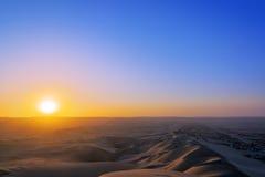 Tramonto in un deserto immagini stock libere da diritti