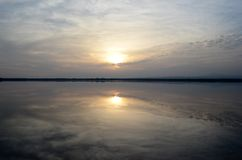 Tramonto in un lago del sale Immagini Stock Libere da Diritti