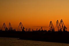 Tramonto in un porto fotografie stock libere da diritti