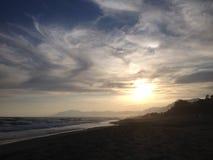 Tramonto in una spiaggia Fotografia Stock