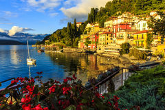 Tramonto a Varenna, Italia Fotografie Stock