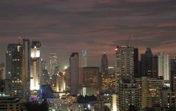 Tramonto variopinto della città nella vicinanza di Bangkok Immagini Stock