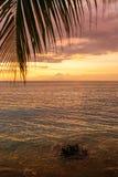 Tramonto variopinto sopra l'oceano in Lombok, Indonesia Immagine Stock Libera da Diritti
