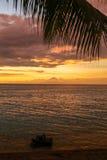 Tramonto variopinto sopra l'oceano in Lombok, Indonesia Fotografia Stock