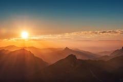 Tramonto variopinto sopra la montagna austriaca Immagini Stock Libere da Diritti