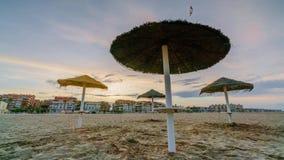 Tramonto variopinto sulla spiaggia di Malvarrosa Valencia, Spagna stock footage
