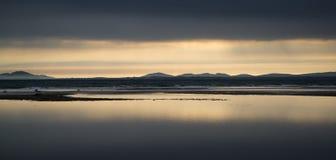 Tramonto vibrante di bella vista sul mare del paesaggio Immagini Stock Libere da Diritti