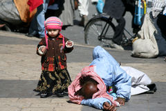 Tramp and child in the old city of Sanaa (Yemen). Stock Photo