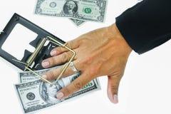 Trampa con los billetes de dólar aislados sobre el fondo blanco, riesgo en el negocio, hombre de negocios que toma el dinero de u fotos de archivo