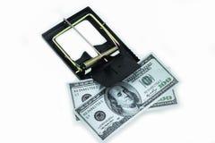Trampa con los billetes de dólar aislados sobre el fondo blanco, riesgo en el negocio, hombre de negocios que toma el dinero de u Foto de archivo