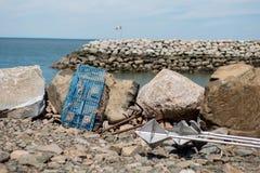 Trampas de la langosta en una playa rocosa Foto de archivo libre de regalías