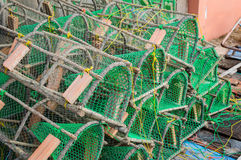 Trampas para el cangrejo y la langosta de cogida en el puerto fotos de archivo libres de regalías