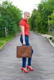 Tramper mit Koffer Stockfoto