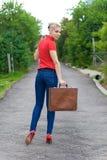 Tramper mit Koffer Lizenzfreie Stockbilder