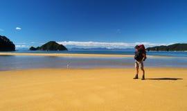 Tramper sur la plage Photos libres de droits