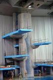 Trampolim para saltos na água no complexo do esporte Fotos de Stock