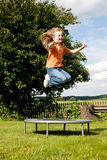 trampoline девушки сада ребенка Стоковые Фотографии RF