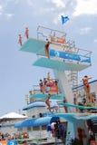 Trampolins e plataformas do mergulho imagens de stock
