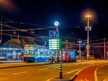 Trampost in Zürich bij nacht, Zwitserland royalty-vrije stock foto