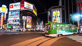 Tramrit bij Susukino-District, Sapporo Stock Afbeeldingen