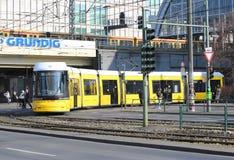 Trams jaunes de Berlin Images libres de droits