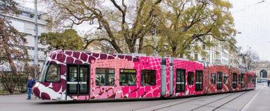 Trams op de Bahnhofstrasse-straat in Zürich, Zwitserland royalty-vrije stock foto