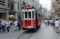 Trams rouges d'Istanbul photographie stock libre de droits
