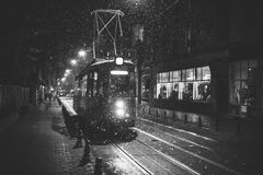Trams sur la rue de Cuza Voda dans Iasi, Roumanie Photo stock