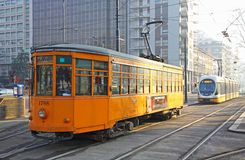 Trams sur la rue de Milan Photographie stock