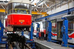 Trams in workshops in Depot Hostivar, Praag Royalty-vrije Stock Afbeeldingen