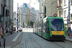 Tramsporen op Podgorna-straat in Poznan, Polen Stock Afbeeldingen