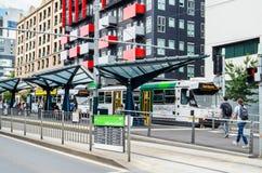 Tramstop en Carlton fuera de la universidad de Melbourne Imágenes de archivo libres de regalías