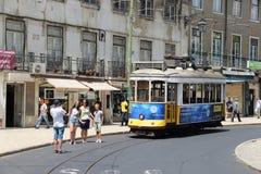 Tramwaj 28 w Lisbon PORTUGALIA 2016 Zdjęcie Stock