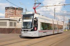 Tramwajowy chodzenie wzdłuż Leningradsky Prospekt w Moskwa 13 07 2018 Zdjęcia Stock